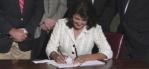 Nikki-Haley-signs-immigration-bill